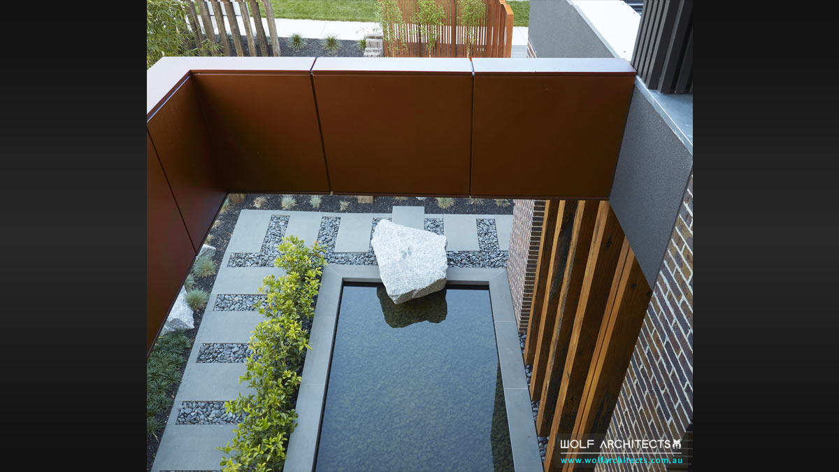feature-water-pond-design-in-wolf-architects-house